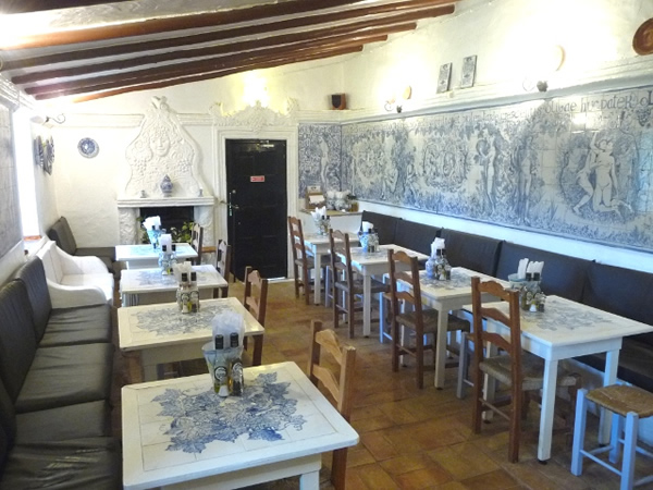 Inside Bar Bacchus